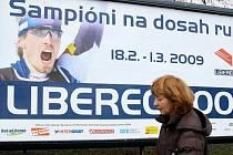 Na šampionát zve z bilboardu jablonecký lyžař Martin Koukal.