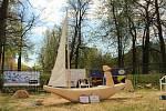 NÁZEV DÍLA: Dobrý vítr. AUTOR SOCHY: Ivan Šmilauer. VYVOLÁVACÍ CENA: 9.000,- (cena sochy: 25.000,-)