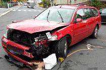 Tragická nehoda v Jablonci. Řidič Fordu nepřežil