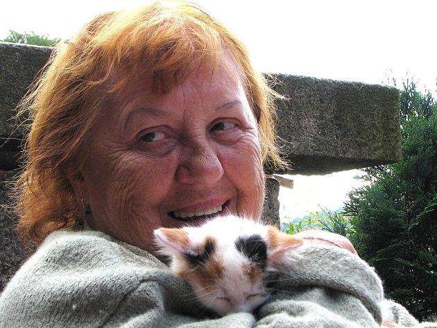 Vlasta Prouzová už v roce 1968 vstoupila do Svazu chovatelů ušlechtilých koček. Její průkaz měl pořadové číslo 28.
