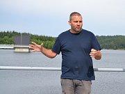 Hrázný vodního díla Josefův Důl Pavel Ševčík. Surová voda pro úpravnu v Bedřichově je akumulována v přehradě Josefův Důl.