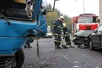 V ranních hodinách v pátek 10 .října se střetla vozidla Avia a Renault po předjíždění před nepřehlednou zatáčkou na Nové Vsi.