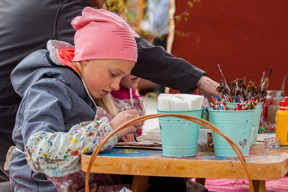 Velikonoční trhy v Jablonci nad Nisou nabízí tradiční pochoutky, originální dekorace i bohatý doprovodný program.