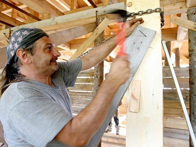 Po roční přestávce opět pokračují práce na rekonstrukci domu slavného místního léčitele Kittela.