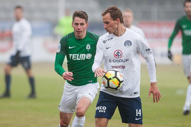 Čtvrtfinálový zápas českého fotbalového poháru - MOL Cupu mezi týmy FK Jablonec a 1. FC Slovácko se odehrál 7. března na stadionu Střelnice v Jablonci nad Nisou. Na snímku vpravo je Josef Divíšek.