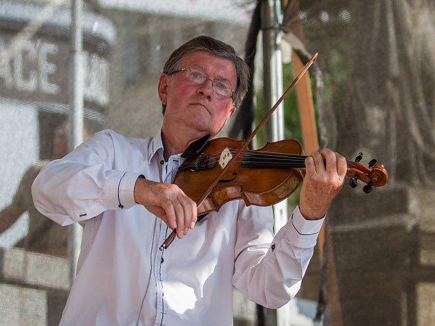 Houslista František lamač v doprovodu sopranistky Jany Heryánové Ryklové odehrál 5. září v Jablonci nad Nisou koncert rámci hudebního festivalu Město plné tónů 2018.