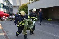 Memoriál záchranářů z Manhattanu se letos konal v pořádném vedru. Hasiči makali v plné výstroji.