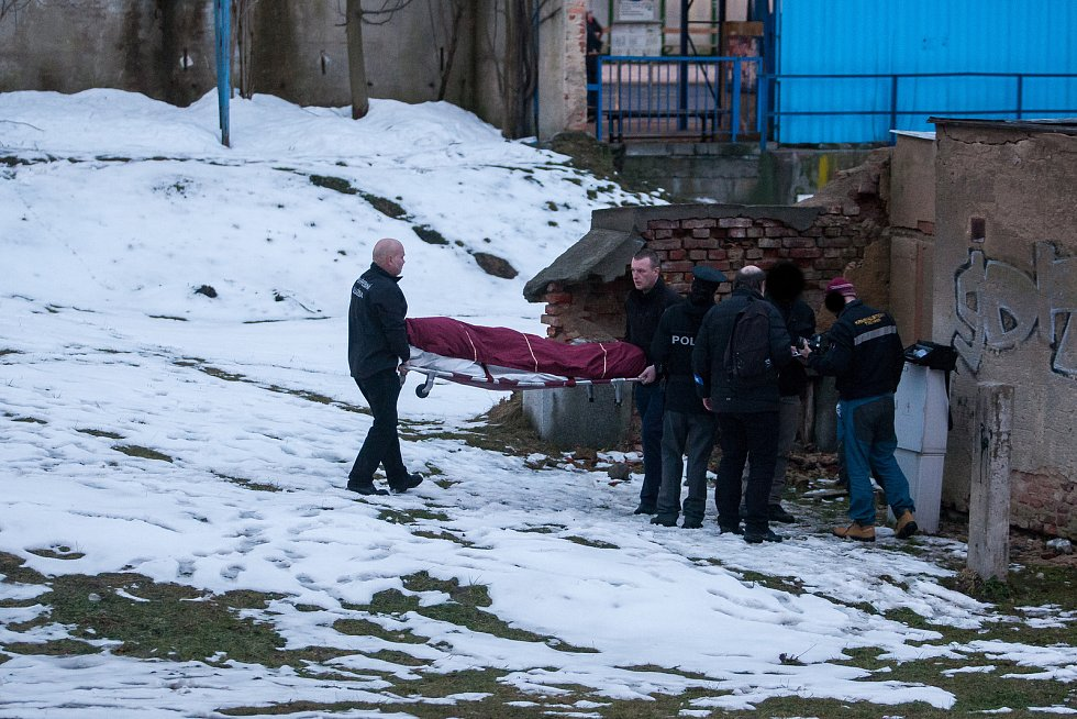 Mrtvolu muže objevili dva kluci 29. ledna v opuštěném objektu u autobusového nádraží v Jablonci nad Nisou.