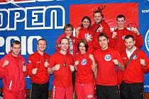 Česká reprezentace kickboxerů se zúčastnila Slovakia Open. Mezi borci byli i dva zástupci oddílu z Rádla Martina Müllerová (dole uprostřed) a Jan Fendrich (druhý zleva). Třetí zleva trenér Alois Škeřík.