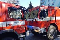 K požáru v panelovém domě vyjížděli ve středu ráno hasiči i policisté do ulice Na Výšině v Jablonci nad Nisou. Ukázalo se, že na jednom z balkónů vzplály odpadky.
