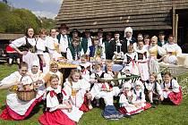 Během velikonoční soboty se na pódiu Dlaskova statku vystřídalo šest folklórních souborů a celý den byl pojat i jako folklórní festival souborů Libereckého, Středočeského a Královéhradeckého kraje.