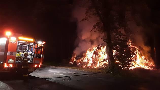 Požár klestí ve Zlaté Olešnici.