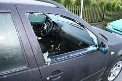 Ilustrační snímek rozbitého okénka u auta