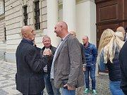 Krajský soud v Praze zprostil obžaloby Pavla Šrytra a Jána Kaca, protože se podle něj neprokázalo, že skutek spáchali. Podpora veteránů URNY.