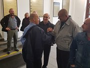 Krajský soud v Praze zprostil obžaloby Pavla Šrytra a Jána Kaca, protože se podle něj neprokázalo, že skutek spáchali. Podpora bývalých kolegů z URNY.