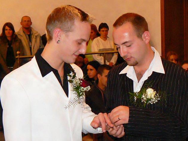 Na jablonecké radnici si poprvé řekli své ano a vstoupili do registrovaného partnerství Jiří Friedrich a Ladislav Hlaváček.