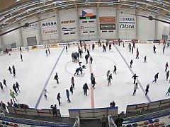 Ze záznamu kamerového systému na zimním stadionu v Turnově