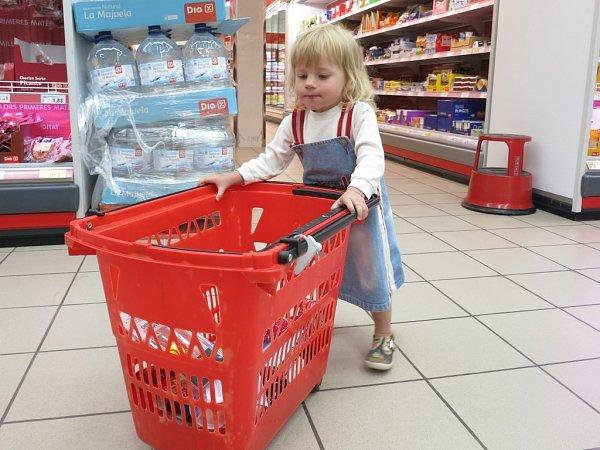 Svačinku na cestu nakoupíme vmarketu.