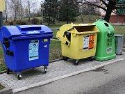 Hnědé popelnice jsou určeny právě pro bioodpad. Ilustrační foto.