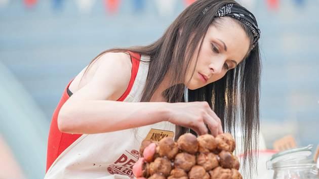 Anna Klápšťová z Líšného skončila druhá v prvním českém ročníku televizní soutěže Peče celá země.