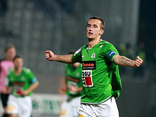 Dohrávka 14. kola fotbalové 1. Gambrinus ligy: Baumit Jablonec – FK Mladá Boleslav 1:1 (1:1). Za Jablonec opět skóroval Tomáš Pekhart.