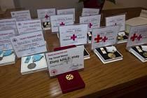 Medaile dalším dárcům krve předal primátor Jablonce Petr Beitl.
