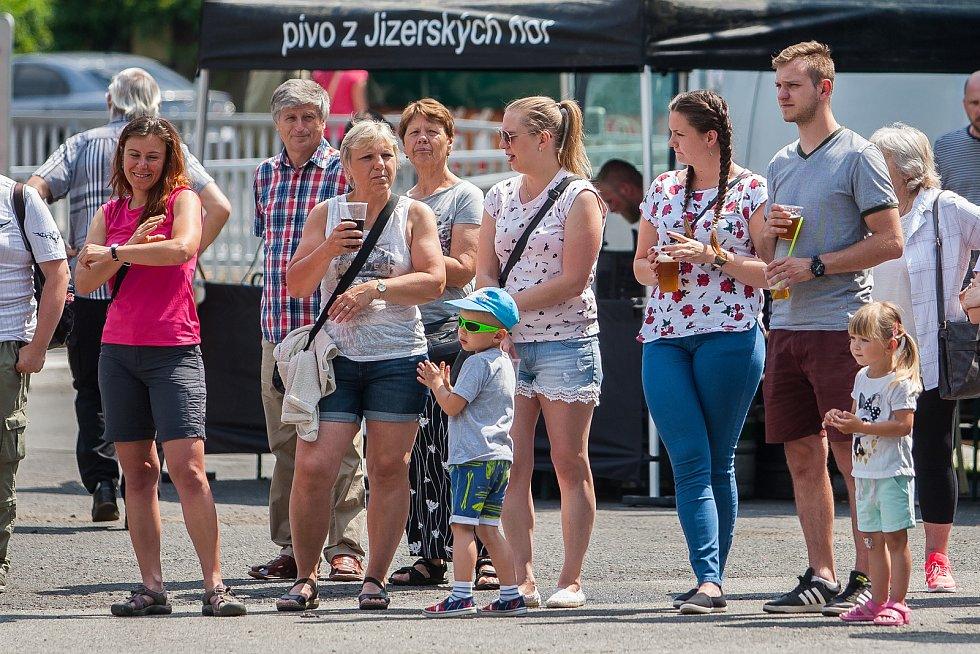 Tradiční Rychnovské slavnosti proběhly 26. května v Rychnově u Jablonce nad Nisou. Na snímku josu návštěvníci slavností.