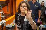 Zpěvačka Marta Kubišová navštívila 5. října Českou mincovnu v Jablonci nad Nisou u příležitosti ražby zlaté mince se svým portrétem.