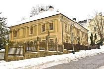 Bývalá fara v Kostelní ulici. Žili zde manželé Scheybalovi.