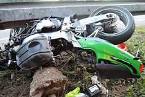 Rozbitý motocykl Kawasaski u Rychnova.