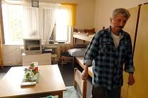 Do domu Naděje může přijít každý, kdo se dostal do mezní situace. Své útočiště alespoň na krátký čas našl v azylovém domě v Jablonci i Jiří Hladík, který by mohl o čase stráveném na ulici vyprávět dlouhé hodiny.