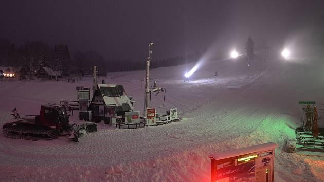 Na Tanvaldském Špičáku se už několik dní lyžuje, areál nabízí hned několik novinek.