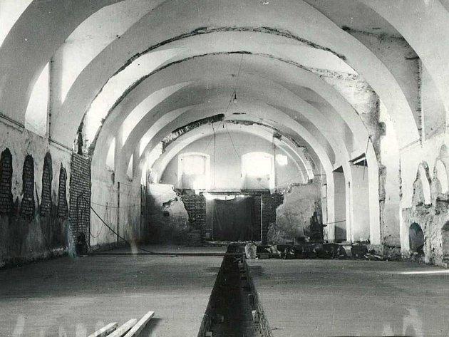 Stav lobkowiczké zámecké jízdárny vRoudnici nad Labem vroce 1961.