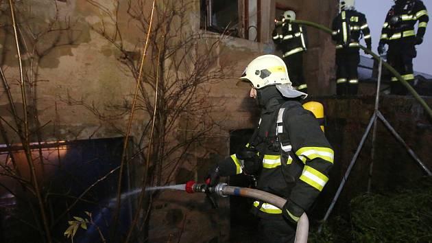 Požár prázdné průmyslové haly v Roudnici nad Labem.