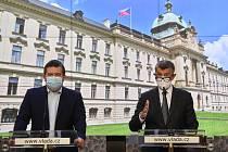 """Popis fotky: Jan Hamáček a Andrej Babiš - Premiér Andrej Babiš (vpravo) a ministr vnitra Jan Hamáček vystoupili 28. srpna 2020 v Praze na tiskové konferenci k budoucnosti daně z příjmů nebo o mimořádném příspěvku pro důchodce.<body xmlns=""""http://newsml.ct"""