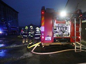 Požár prázdné průmyslové haly v Roudnici nad Labem