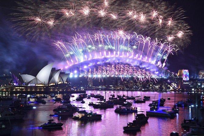 Australské Sydney přivítalo rok 2019 mohutným ohňostrojem z 8,5 tun pyrotechniky.