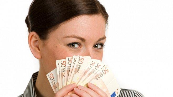 Bohatší pohlaví: Ženy budou už brzy vydělávat víc než muži