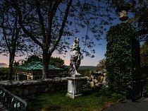 """Chcete-li Kykuit skutečně poznat,"""" říká tvůrce zdejších zahrad William Welles Bosworth, """"musíte tam zažít pozdní večer, kdy vás osloví… výmluvné ticho vůkol.\"""""""