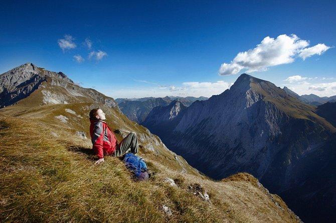 Pobyt v přírodě působí nejen psychologicky, ale pomáhá i kvalitnější vzduch a pohyb.