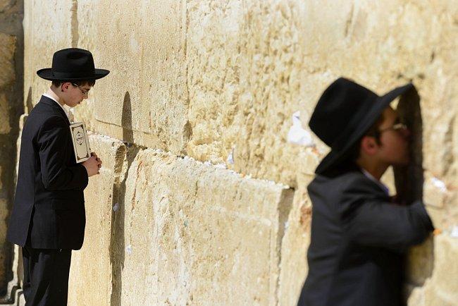 Světoznámá Zeď nářků v Jeruzalémě