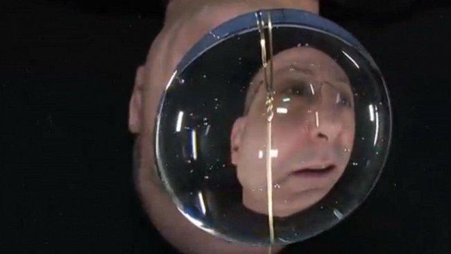 Nejnebezpečnější experiment v dějinách ISS: Hrátky s vodou bez gravitace