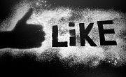 Facebook je návykovější než sex i nikotin. Máme to v genech