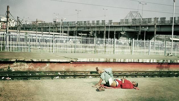 ba4ce5ee8 Cesta vlakem po Indii je boj o život, denně zemře 10 lidí. Jak ...