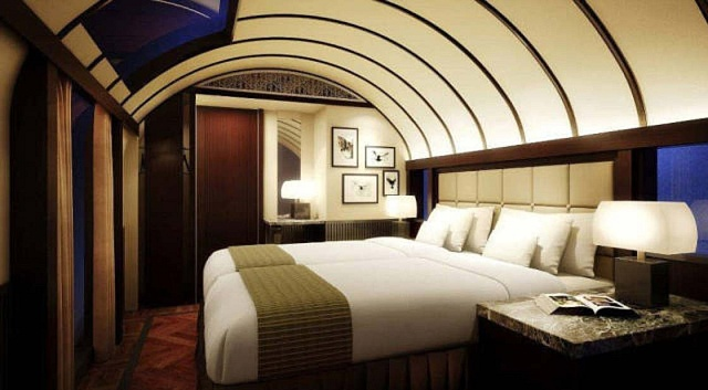 Každé apartmá má postel, úložný prostor, sprchový kout a WC.