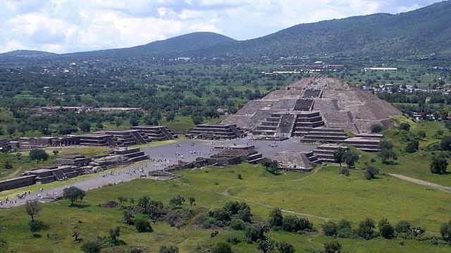 Měsíční pyramida