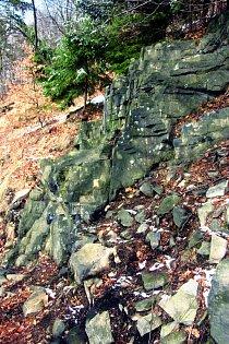 Znělcová skalka na vrcholu Luž