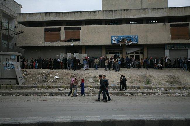 Stopy bojů jsou v Aleppu vidět na každém kroku.