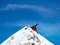 Na Makalu jsem stál, vlasně ležel, protože vrcholek je tak ostrej, že stát se ani nedá.