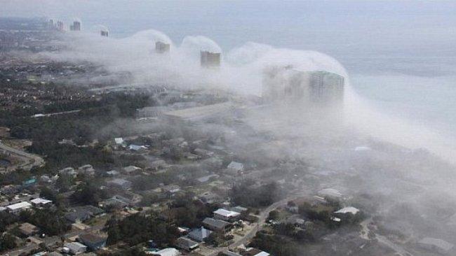 Obří cunami zaútočila na Floridu. Naštěstí byla jen z mraků